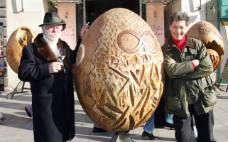 Die größten Holzeier der Welt von Ernst Kohnhauser